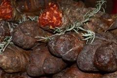 kuzminski-kulen-kuzmin-zdrava-hrana-domace-proizodna-dostava-kvalitet-ukusna-serbian-food-delicious-local-specialities-mojabaza-logo-2