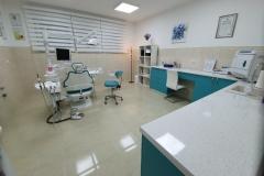 medikdent-plus-surcin-ledine-beograd-zubar-stomatolog-popravka-desni-karijes-krvarenje-paradentoza-zdravi-zubi-lep-osmeh-kamenac-izbeljivanje-mojabaza