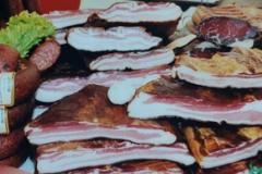 radoicic-prerada-mesa-suvomesnato-ukusno-domace-suvo-meso-suseno-pecenica-prsut-cajna-moja-baza-3