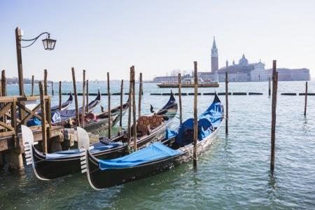 lovely-view-venice-venecija-karneval-italija-evropski-gradovic-festival-europe-italy-mojabaza-marketing-reklame-oglasi-oglasavanje