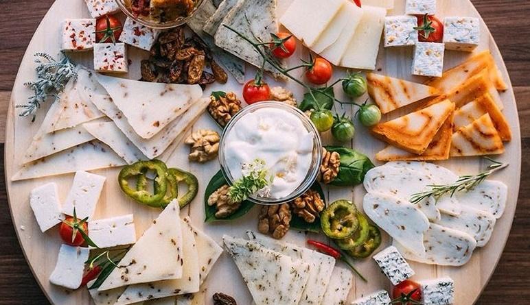 manastir sukovo pirotski kackavalj srpska hrana serbian food specijalitet proizvod sir vrhunski top domace mojabaza6